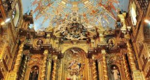 Altar of the church of the Company in Quito