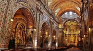 Central nave of the Compañía church in Quito