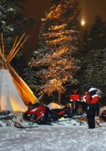 Fire camp to hunt northern lights