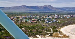 South Africa – Safari to see whales from a small plane in Walker Bay