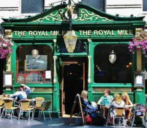 Typical pub on the Royal Mile in Edinburgh