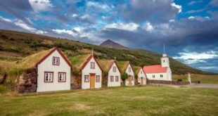 Village with wooden houses @Turismo Iceland